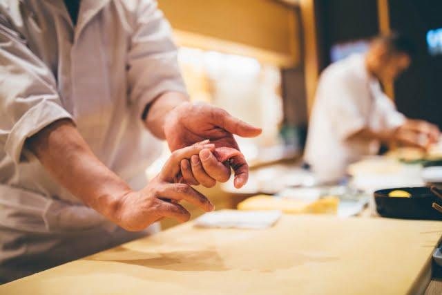 お寿司屋のカウンター