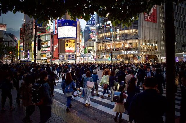 東京渋谷のスクランブル交差点