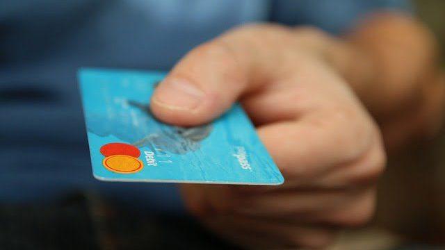 クレジットカードを貰う・渡す