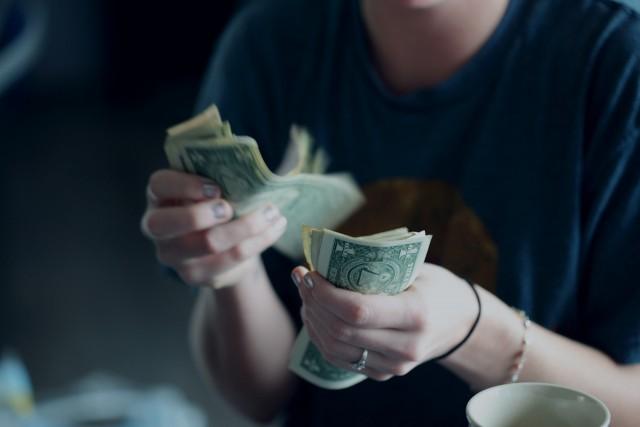 パパ活女子が金銭感覚が麻痺する理由